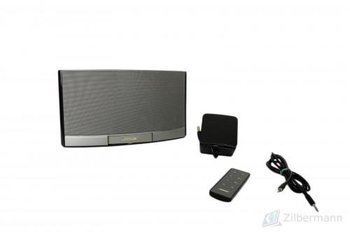 Bose_SoundDock_Portable_Digital_Music_System_02.jpg